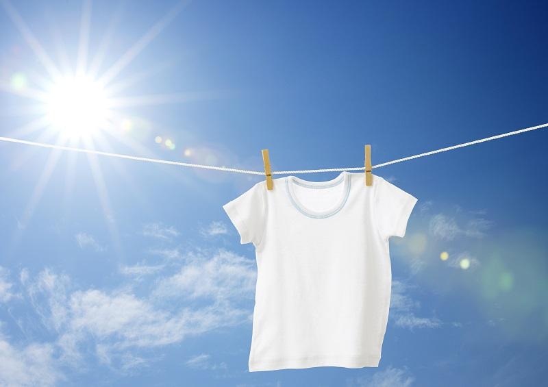 Camiseta tendida al sol