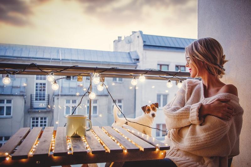 Mujer que se instaló gas natural y con el espacio que dejaron las bombonas de butano ahora puedes disfrutar de un rincón de relax en su balconcito
