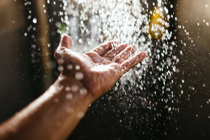 ducharse con agua caliente de gas natural