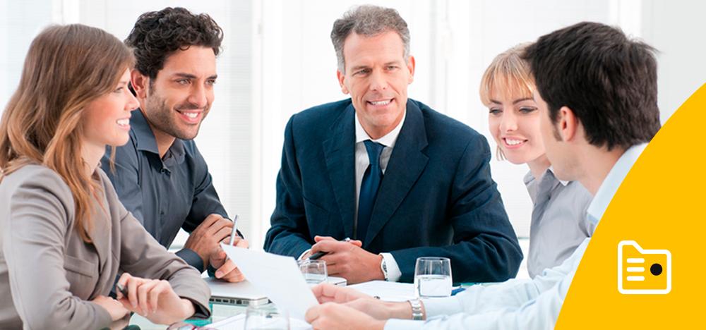 Comercializadores de Nedgia falando nunha reunión