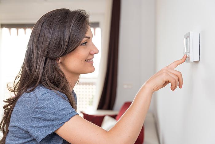 Termostato de calefacción central en el hogar