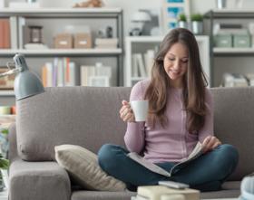 Noia amb cafè llar vull gas natural